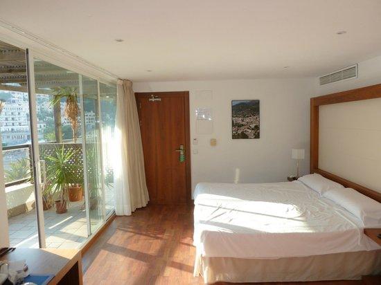 Hotel Los Geranios : Our bedroom