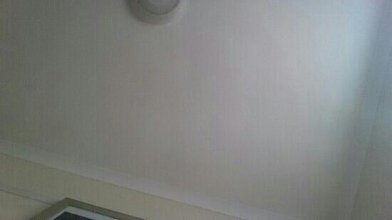 Village Hotel Swansea: bedroom