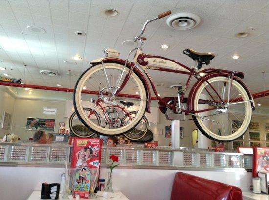 Ruby's Diner: Inside