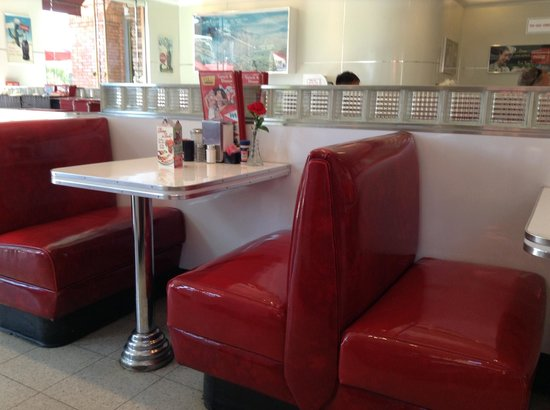 Ruby's Diner: Decor