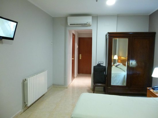 Hotel Ingles: Entry into room