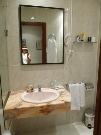 Hotel Ingles: Sink vanity unit