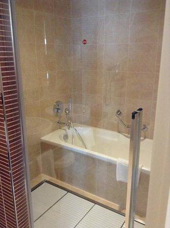 NH Padova : doccia e vasca in suite