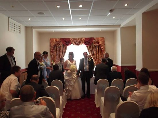 Borough Arms Hotel: wedding day