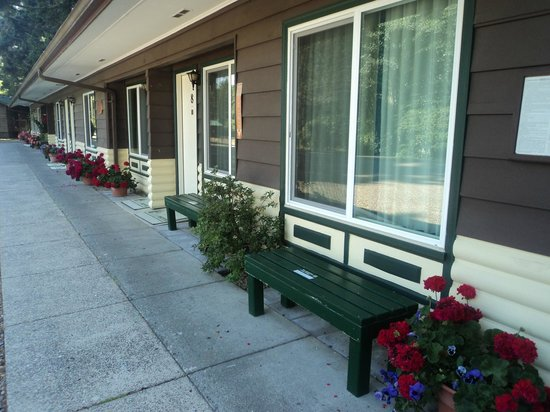 Park Motel: The 50's wing with flower boxes