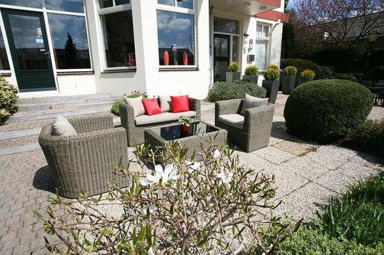 Alp de Veenen Boutique Hotel: Terras seats