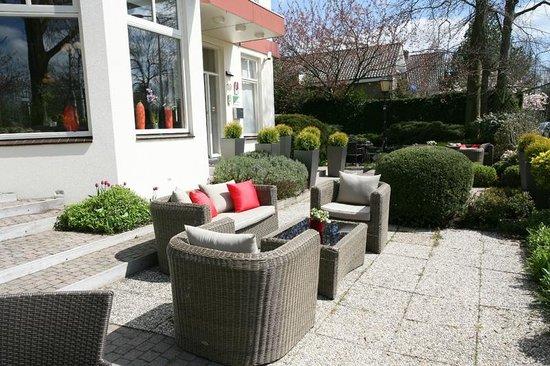 Alp de Veenen Boutique Hotel: The sunny terras