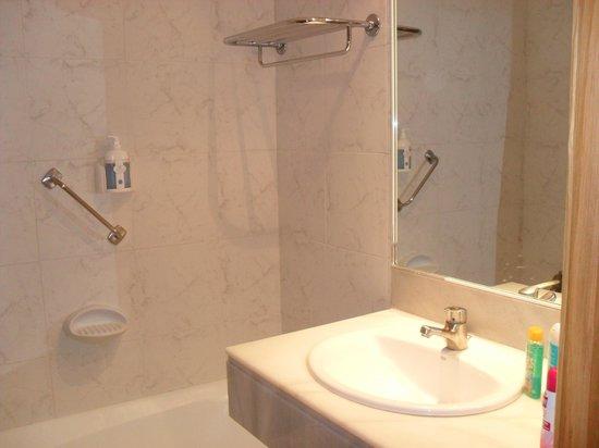 โรงแรมเอชเอ็มกรานเฟียสตา: La salle de bain