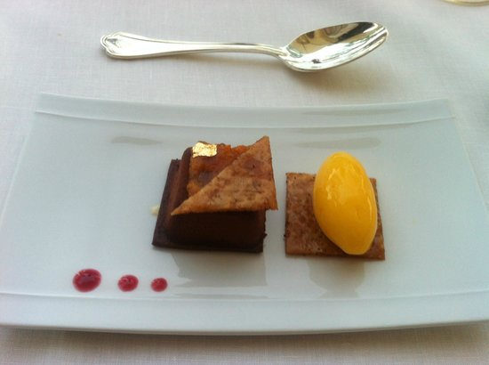 Il Lago at The Four Seasons Hotel: Chocolate mouse cake and peach sorbet