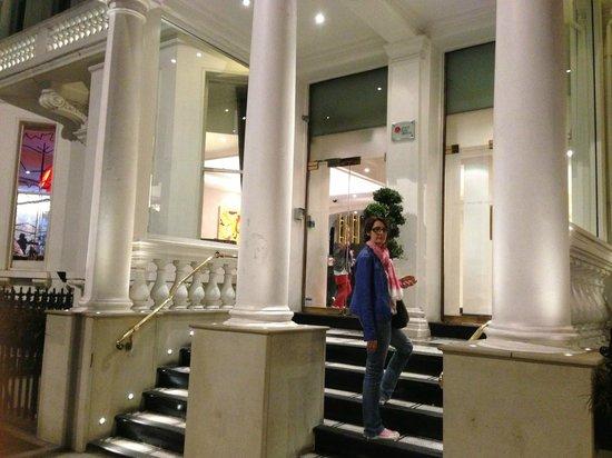 Rydges Kensington London : L'entrée de l'hôtel