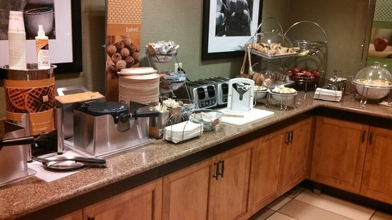 Hampton Inn Hagerstown - I-81: Breakfast Buffet (1/3)
