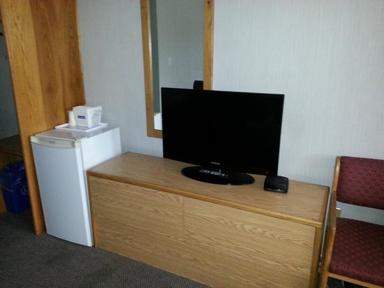 Travelodge - Salmon Arm: Part of the room
