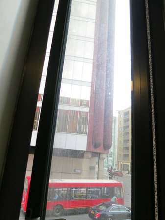 Travelodge London Central Tower Bridge: Windows utterly Filthy