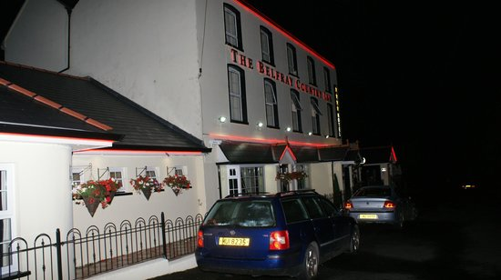 The Belfray Country Inn: Hotel at night