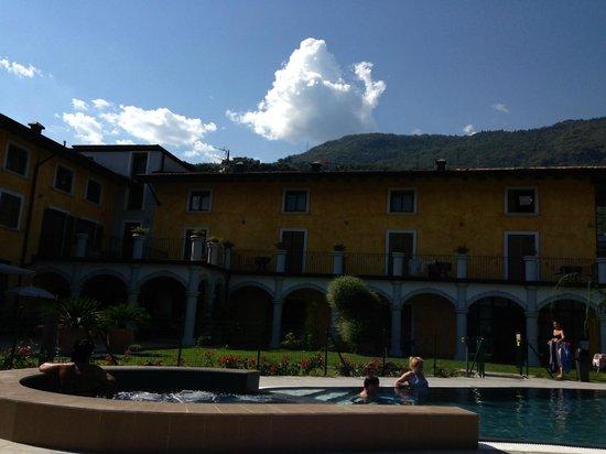 Hotel Garni al Frantoio : solarium e piscina