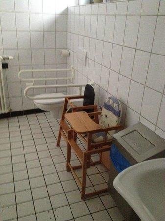 Kartoffel Restaurant Kiste: Kartoffelrestaurant Kiste, Tréveris. WC para minusválidos y niños
