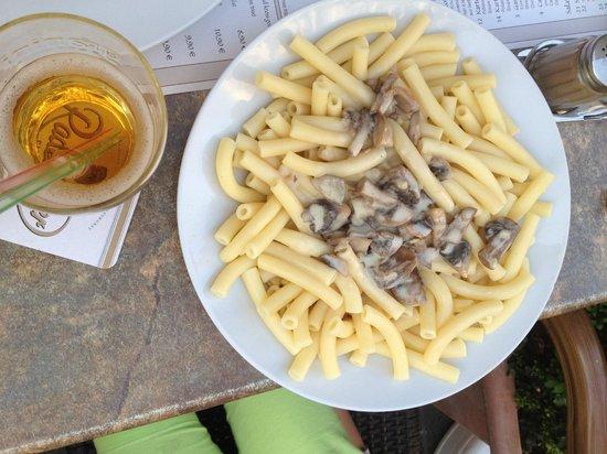 Kartoffel Restaurant Kiste : Kartoffelrestaurant Kiste, Tréveris. Kinder Nudeln y Apfelschorle, éste el es plato de los niños