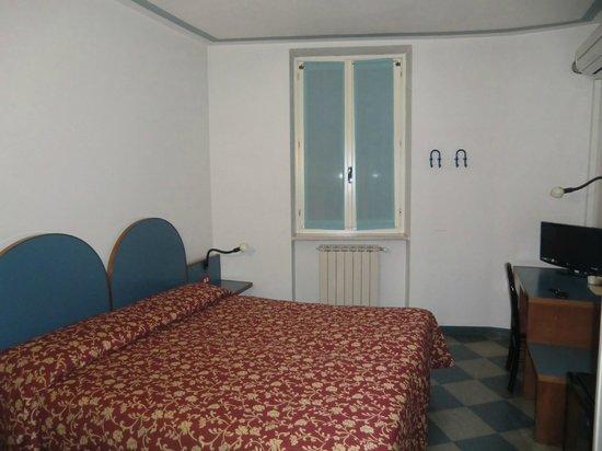 Alessi Hotel: stanza