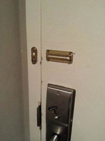The Annex at The Chelsea: no lock?
