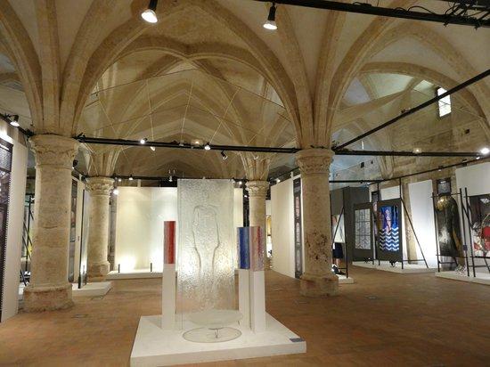 Centre International Du Vitrail: Le cellier