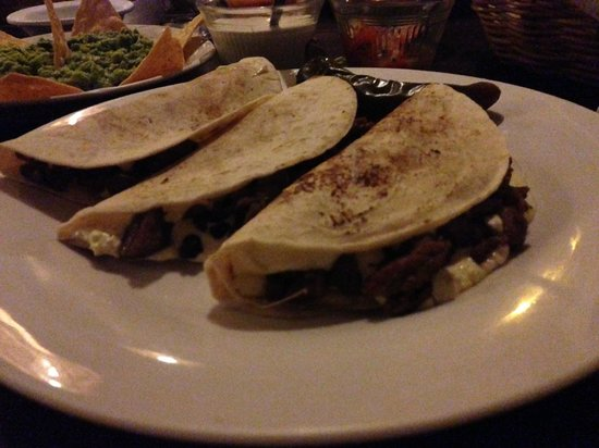 El Asadero : Gringos (wheat tortillas with cheese) with beef.