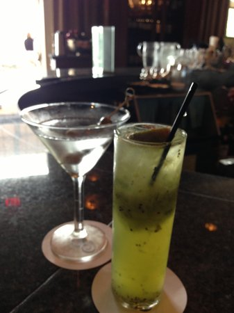 The Fairmont Hotel Macdonald : Mmm cocktails at 5pm...