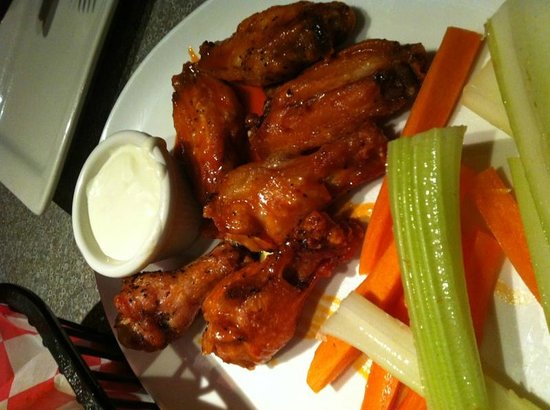 The Chocolate Avenue Grill: Buffalo Wings - better than Fenicci's