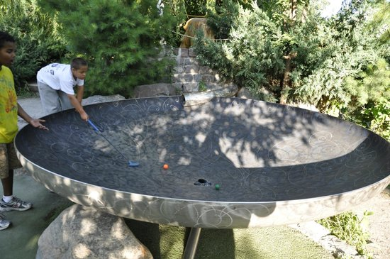 Big Stone Mini-golf and Sculpture Garden: Hole #9 was our favorite- the ball goes around and around before finally falling in the hole