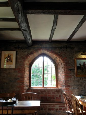 Manor House Inn: So authentic