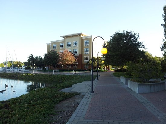 Extended Stay America - Oakland - Alameda: View of hotel from walking path around Marina
