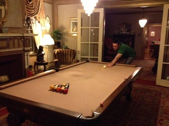 The Fox Inn Bed & Breakfast: Pool Table Room