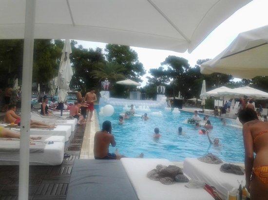 Rixos Sungate: veduta  da una delle tante piscine