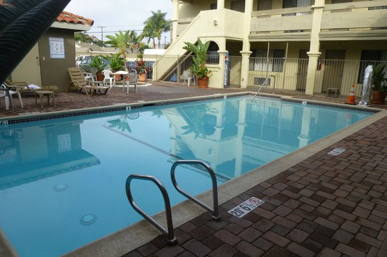 Travelodge Costa Mesa Newport Beach Hacienda: Very nice pool area