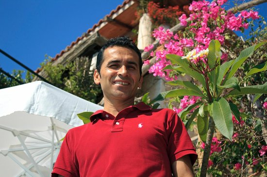 Hotel Fidanka: Bullent... man who makes the VG cocktails, always with a smile! :)