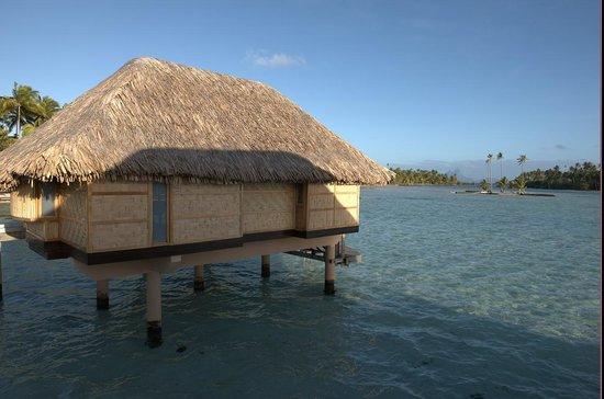Le Taha'a Island Resort & Spa: Overwater villa facing Bora Bora