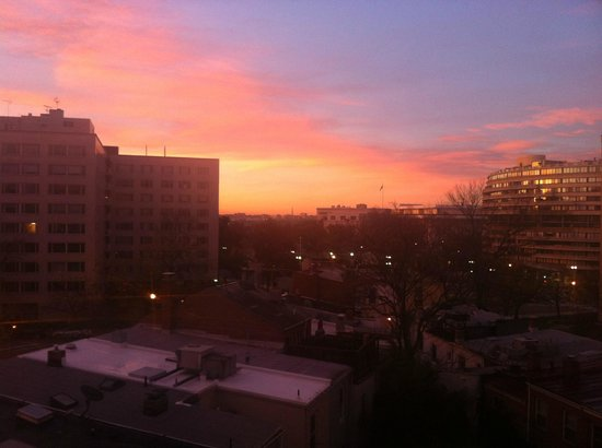 University Inn Washington DC: Sunrise with Watergate hotel on the right.