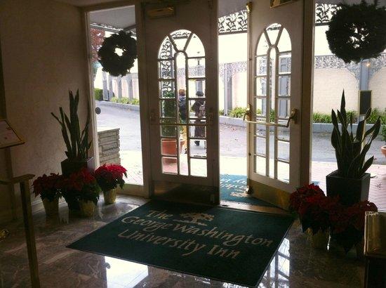 University Inn Washington DC: Entrance