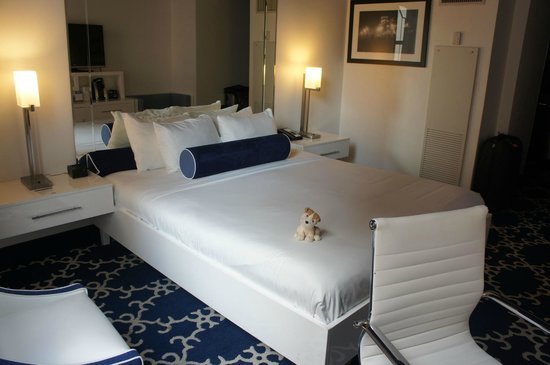 bed with mirror headboard picture of the saint hotel autograph rh tripadvisor ie