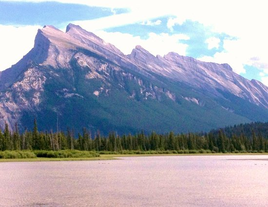 Grand Canadian Resort Vacation Club : Three Sisters Mt overlooking Canmore