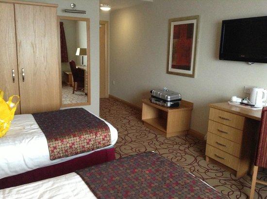 Curran Court Hotel: bedroom