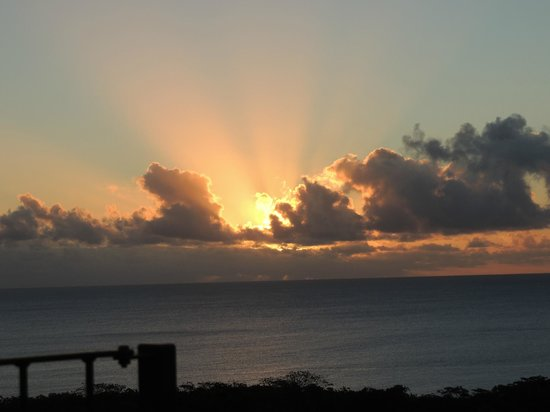 Namukulu Cottages & Spa: Sunset from the lookout.