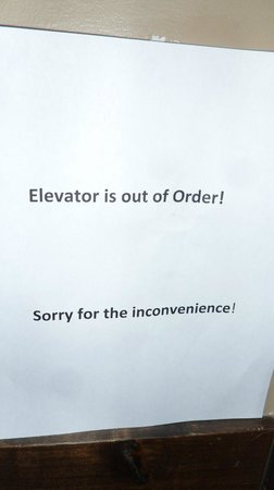 Glacier Mountaineer Lodge: Another written apology, time to haul my stuff to the upper floors.