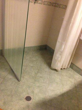 Doccia senza piatto foto di hotel europa cupra - Doccia senza piatto ...