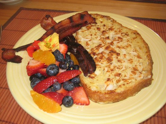 Saratoga Farmstead B&B: Rosemary's Fabulous French Toast