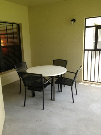 Holiday Inn Club Vacations At Orange Lake Resort: Outside deck area (screened in)