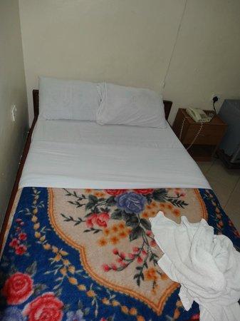 Al Uruba Hotel: The Small double bed