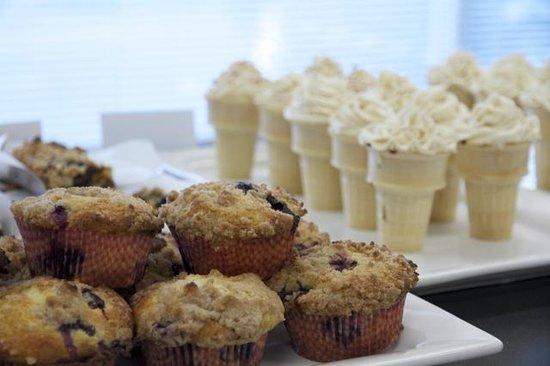 Mo's Minis Bakery : Dulce de leche ice cream cone cupcakes