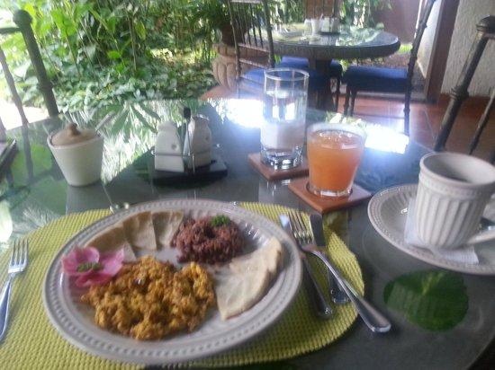 Hotel Casa Naranja: Breakfast - Eggs with Chorizo