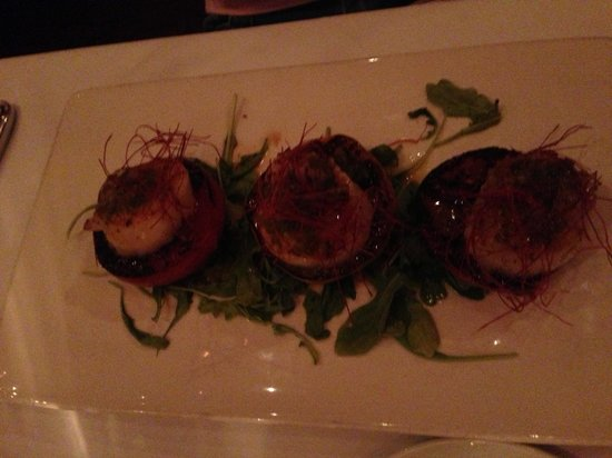 John Ash & Co Restaurant: Diver scallops. Seared perfectly. Texture is superb