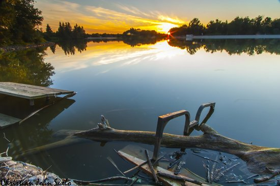 Alliston, Canadá: Sunset by the lake, Trillium Woods Campground